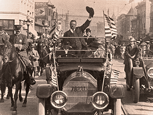 1912 Theodore Roosevelt Campains Waving his hat to the crowd