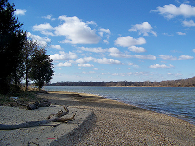Sandy beach at Chapel Point State Park