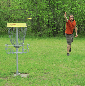 Playing disc  golf in Tuckahoe State Park